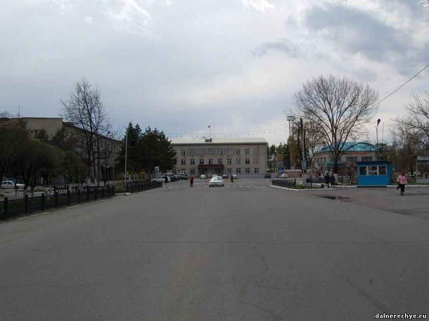 Вид на площадь Дальнереченска с улицы Ленина